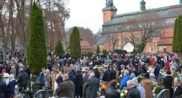 Oddano cześć zmarłym pochowanym na cmentarzu w Kartuzach