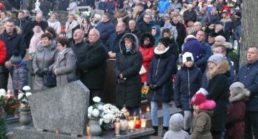 Dzień Wszystkich Świętych na cmentarzu w Kiełpinie