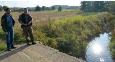 Wędkarze oskarżają gminę o wytrucie ryb w rzece. Jest zawiadomienie do prokuratury