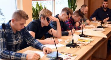 Powiatowa olimpiada młodych producentów rolnych w Kartuzach - rolnicy chwalili się wiedzą