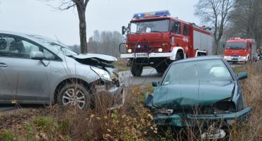 Kolonia-Sianowo. Zderzenie dwóch samochodów - jedna osoba w szpitalu