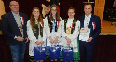 Uczennice ZSP z Sierakowic zwyciężyły w ogólnopolskim konkursie historycznym w Poroninie