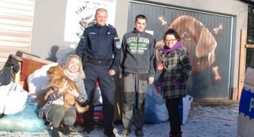 Kartuscy policjanci pomogli czworonogom ze schroniska w Kościerzynie