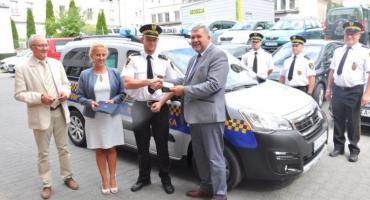 Kartuzy. Nowy samochód dla strażników miejskich w dniu ich święta