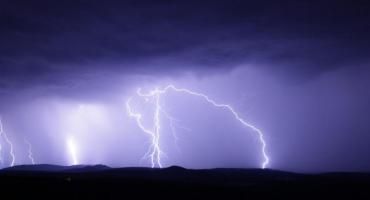 Jest ostrzeżenie II stopnia przed upałem i burzami