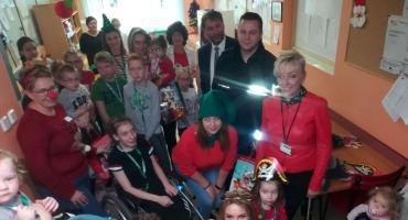 Policjanci dzieciom - z mikołajkową wizytą u pacjentów kościerskiego szpitala