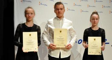 Uczniowie z gminy Nowa Karczma ze stypendiami marszałka