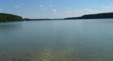 Kościerski sanepid ocenił jakość wody w jeziorach. Sprawdź, gdzie możesz bezpiecznie się kąpać