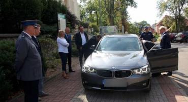 Kościerscy policjanci z nowym nieoznakowanym BMW