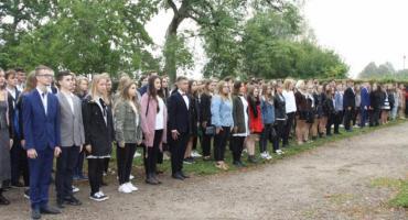 Młodzież z kościerskiego ogólniaka ślubowała w Będominie