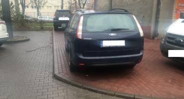 Ruchy Miejskie chcą zakazania parkowania na chodniku