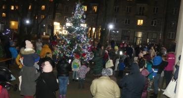 Plac Baśniowy - jest choinka i przyjechał Mikołaj