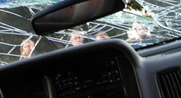 U zbiegu ulic Kobylańskiej i Zawodzie pijany kierowca wjechał do rowu i rozbił samochód