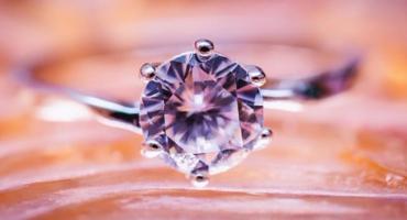 Nie poszedł do lombardu zastawić pierścionek swojej matki, wygrał drugie życie dla córki