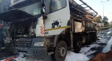 Pożar samochodu ciężarowego na ulicy Czerniakowskiej (fotorelacja)