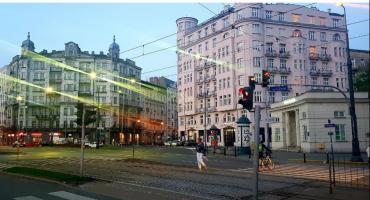 Żąda 12,5 mln złotych za sprzedanie mieszkań przy ul. Puławskiej 1a, do których ma roszczenia