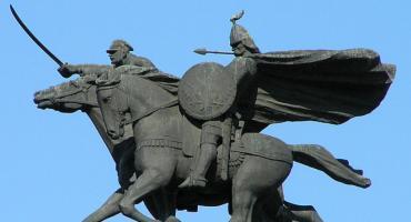 Odwracanie koni ogonem między Polem Mokotowskim a stacją metra Politechnika