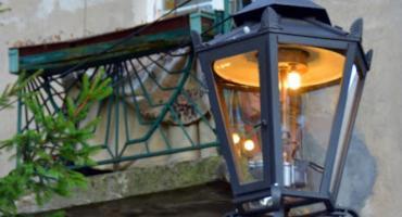 Ulica Orężna pogrążona w ciemności: latarnie gazowe gasną i nie ma ich kto naprawić…