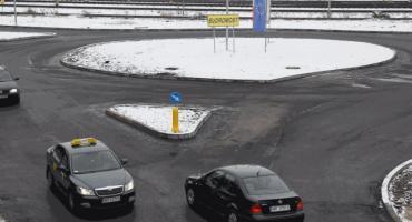 Rondo u zbiegu ulic Żeromskiego i Szklanej oddane do użytku [FOTO]