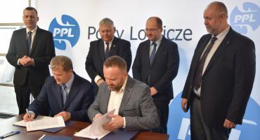 Podpisano umowy na budowę lotniska na radomskim Sadkowie [FOTO]