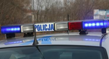 Wybijał szyby w oknach, był poszukiwany. Policjanci musieli mu tamować krew