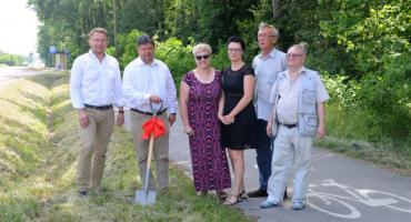 Będzie jaśniej i bezpieczniej. Ścieżka rowerowa na trasie Skaryszew - Radom będzie oświetlona [FOTO]