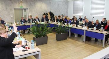 O rynku pracy, wyuczonym bezrobociu oraz inwestycjach na sesji Rady Powiatu