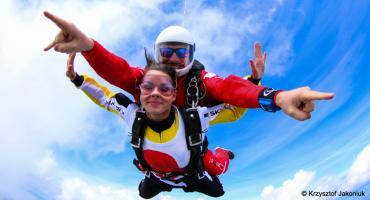 Skok spadochronowy w tandemie – podaruj w prezencie niezapomniane wrażenia!