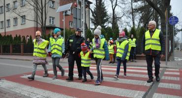 Bezpieczne przejście przez ulice dla pieszych w centrum Brwinowa