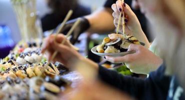 Sushi na lunch można jeść do oporu