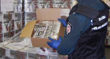 Celnicy przejęli ponad 185 tys. paczek nielegalnych papierosów