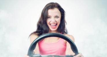 Grzechy młodych kierowców, przez które 20-latkowie płacą więcej za ubezpieczenie samochodowe