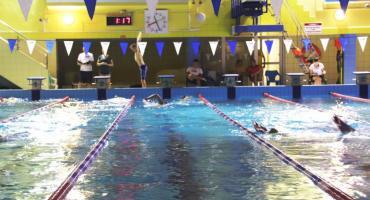 Zapisz się na 100 minut nocnego pływania