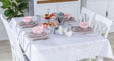 To może jasny stół świąteczny w lekkich kolorach?