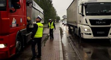 Policjanci kontrolowali na drogach TIR-y i Busy