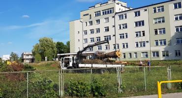 Pod szpitalem w Łapach trwają intensywne prace