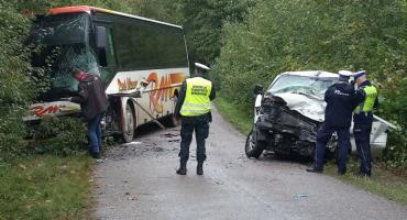 Niedaleko Jeżewa szkolny autobus zderzył się z transporterem