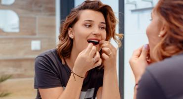 Polacy nie są przyzwyczajeni używać nici dentystycznej