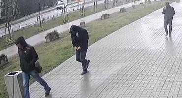 Poszukiwani włamywacze. Złodzieje okradli mieszkanie na Kondratowicza