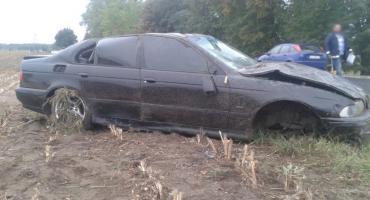 BMW wypadło z drogi, poszkodowana kobieta