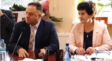 Wiemy ile zarobi starosta i radni powiatu lipnowskiego