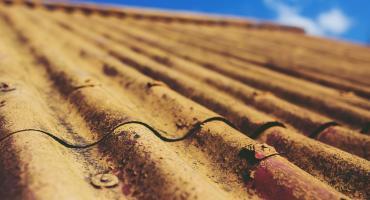 Azbest znika z lipnowskich dachów
