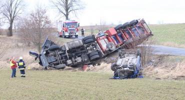 Akcja wyciągania cysterny po wypadku w Olesznie