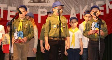 Patriotyczne śpiewanie w Tłuchowie [zdjęcia]