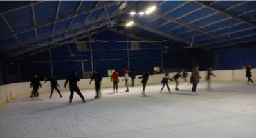 Godziny otwarcia lodowiska podczas ferii