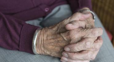 Giertych staje w obronie starszej mieszkanki Woli