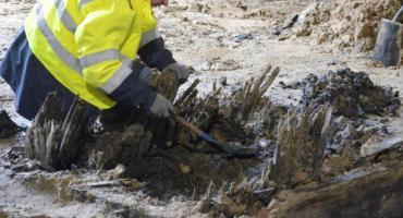 Nietypowe odkrycie na budowie metra na Woli. Przedmioty mogą mieć nawet 300 lat