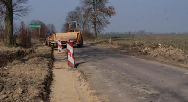 Trwa przebudowa jednej z najważniejszych dróg w Powiecie Płockim