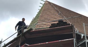 Ruszył remont dachu na kościele w Rębowie