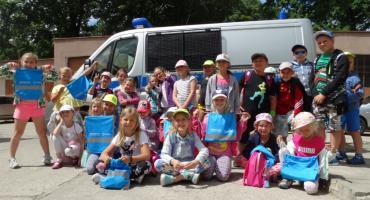 Dzieci z półkolonii zwiedziły żyrardowską komendę